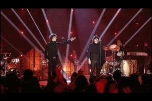 Embedded thumbnail for La Chispa Adecuada - Enrique Bunbury Feat. León Larregui - MTV Unplugged