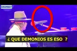 Embedded thumbnail for MIRA EL VIDEO !! ¿un fantasma en medio de un show de Guns N' Roses?