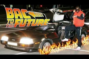 Embedded thumbnail for El 21 de octubre de 2015 es el día en que Marty McFly y el Doc Emmett Brown llegan al futuro en la segunda entrega de la saga